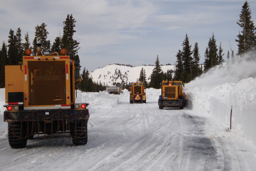 Navigating Wyoming\'s Snowy, Blowy Roads