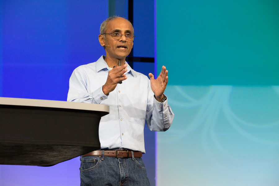 Esri director of software development Sud Menon emphasized the innovations in ArcGIS.