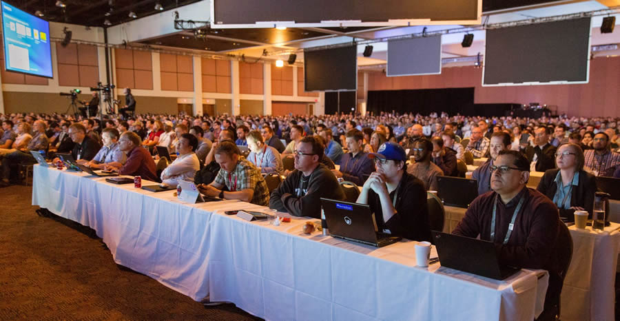 Attendees packed a hall at the Palm Springs Convention Center to hear about the latest Esri technology for developers.