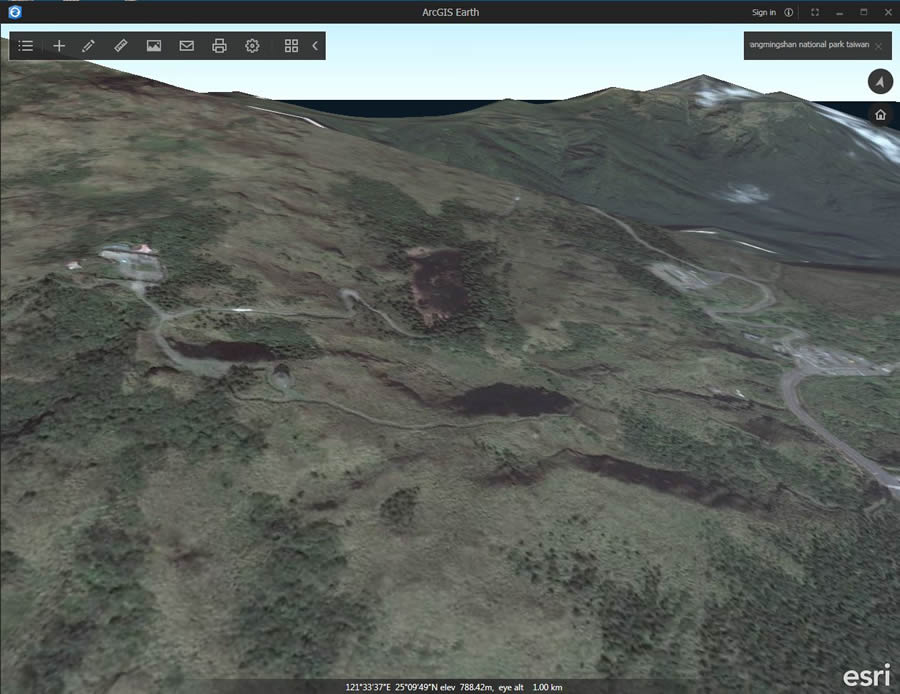 Travel around Yangmingshan National Park, Taiwan, using ArcGIS Earth.
