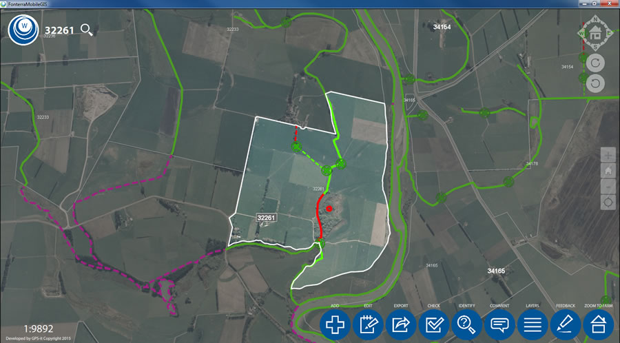 The standard map window shows the fencing status of waterways and the highlighted farm boundary.