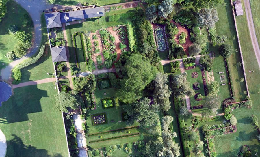 This detailed image of Oatlands Historical House and Gardens in Virginia was captured by a drone.