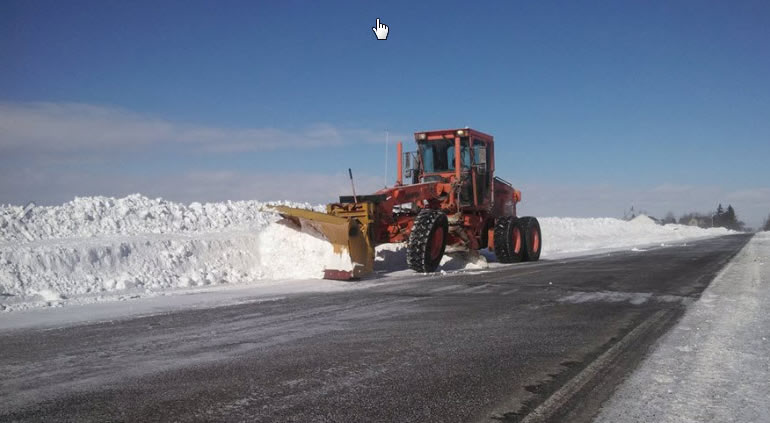 The Saginaw County Road Commission in Michigan uses Esri ArcGIS to help track the county's snowplow fleet.