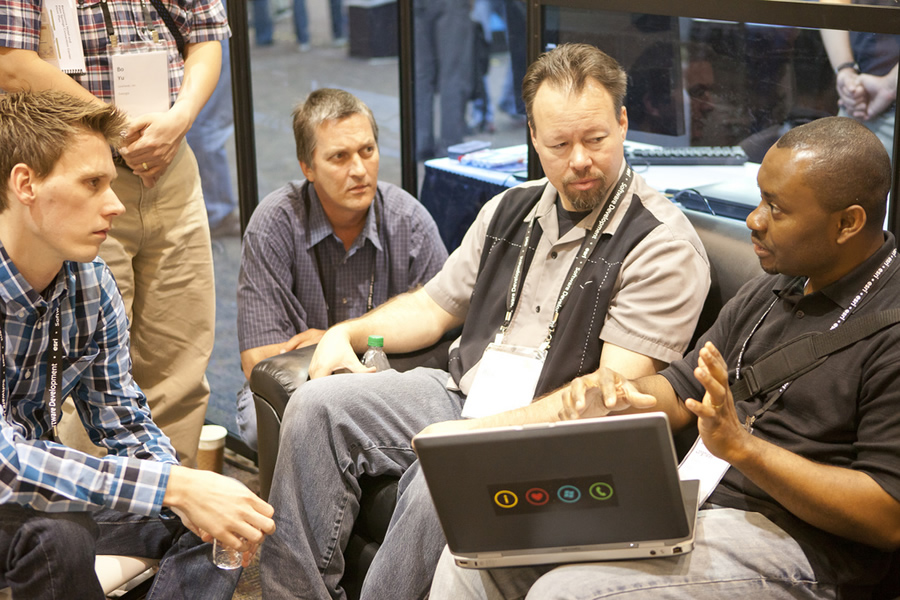 Esri technologist Rex Hansen discusses how to develop a game plan with DevSummit attendees.