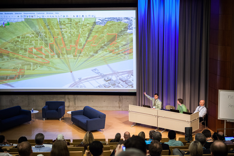 The audience enjoyed the technology demonstrations at the Geodesign Summit.