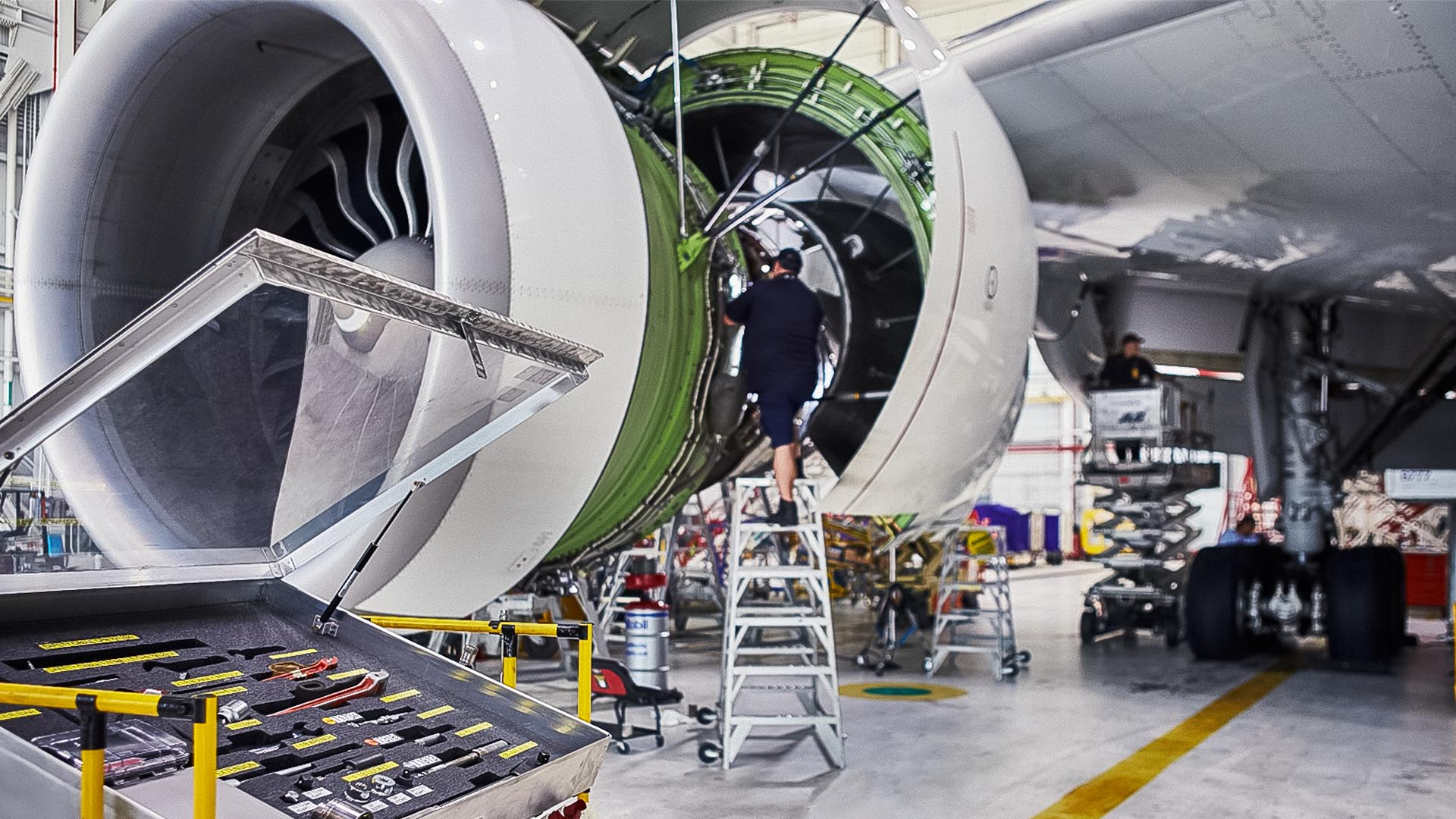 FedEx Manages Airplane Maintenance with GIS, Location Intelligence