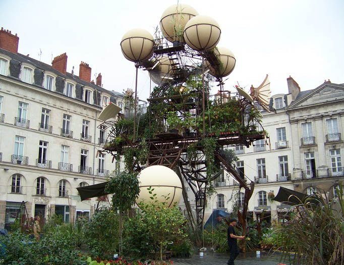 Artists and creative design: a roving green intervention/vertical food garden in Nantes, France.  Photo by Shannon McElvaney.