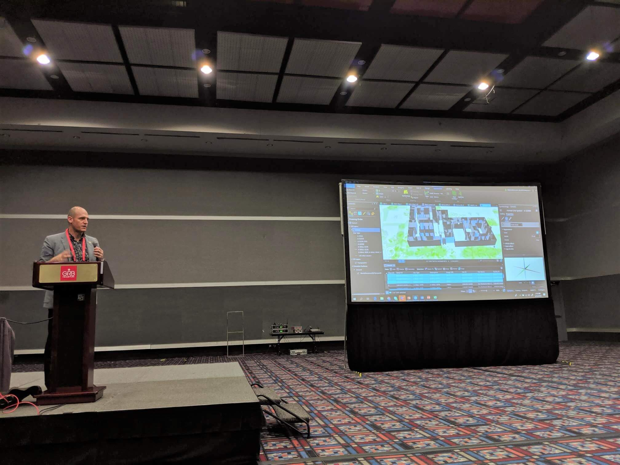 Pat Wallis presenting ArcGIS Indoors during his workshop on how indoor mapping and positioning solutions help optimize workplace operations.