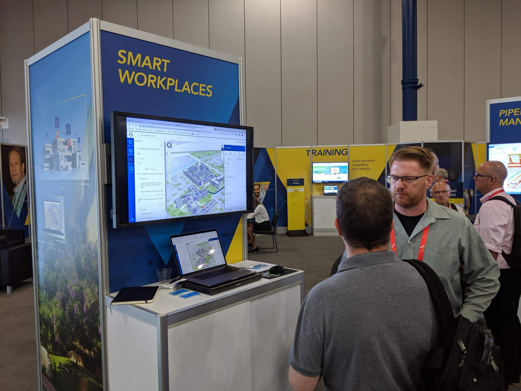 Jeff Archer presenting ArcGIS Indoors for smart workplaces at the PUG Conference booth