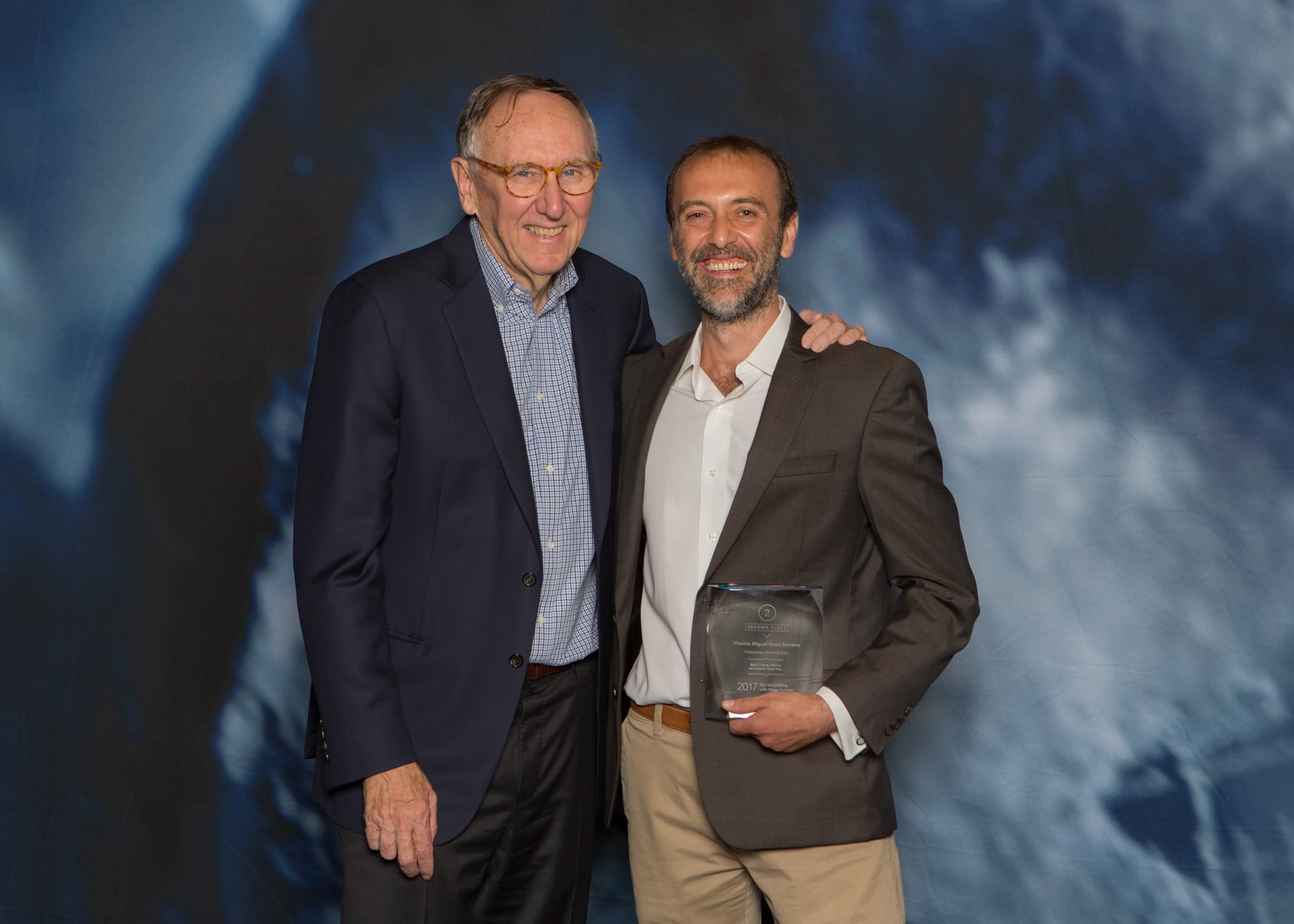 Esri CEO Jack Dangermond and Storytelling with Maps contest winner Vicente Serrano