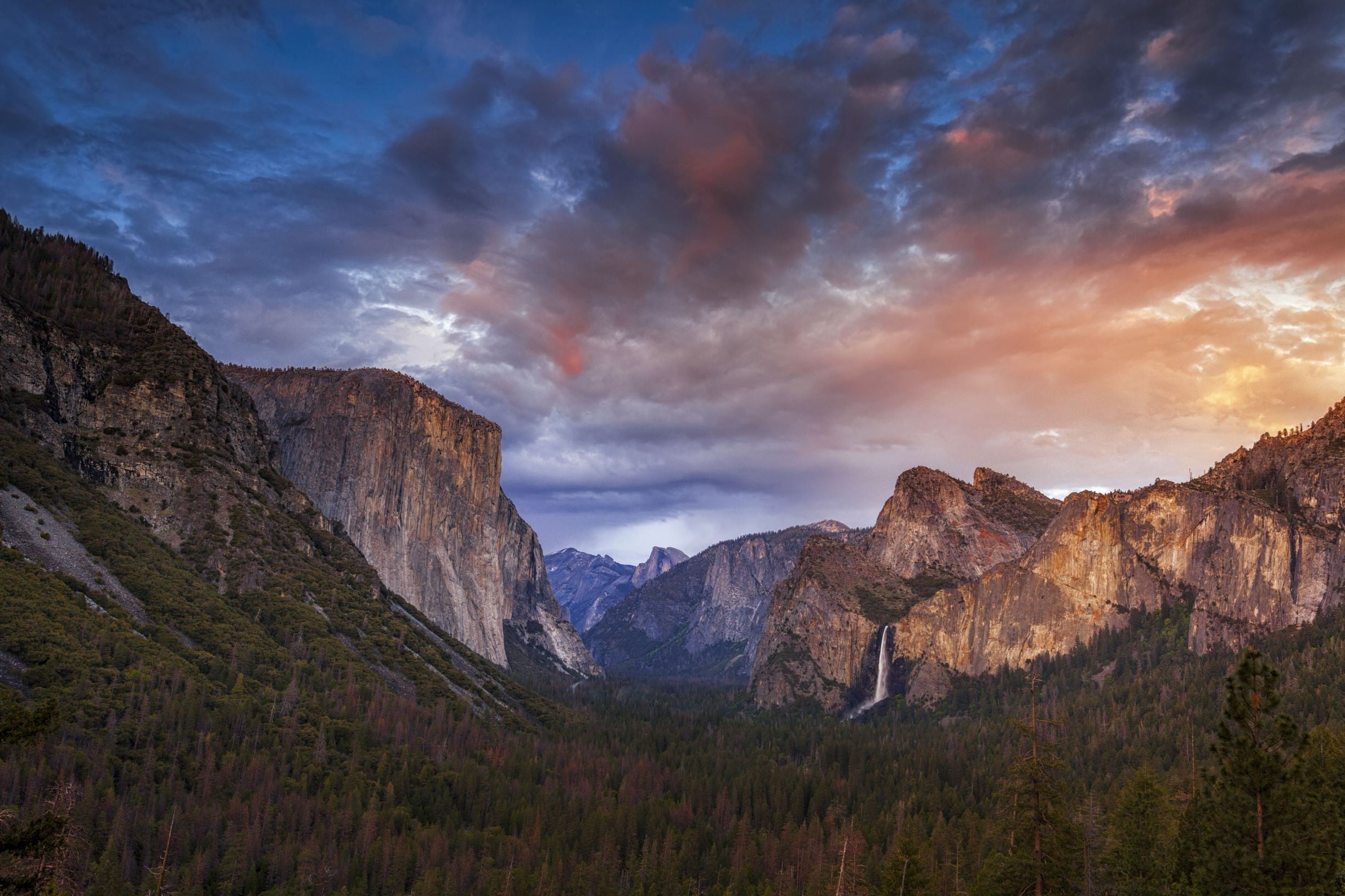 Sunset from Tunnel View in Yosemite National Park.