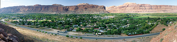 Moab Valley, Utah (Photo by David Iliff, License: CC-BY-SA 3.0)