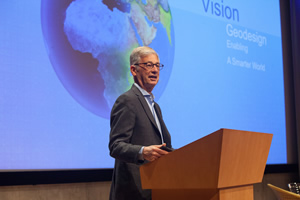 Stephen Goldsmith from the John F. Kennedy School of Government at Harvard University moderated the Geodesign Summit.