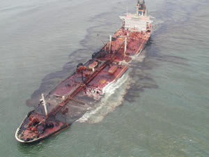 This aerial photo documents an oil tanker spill. Photo courtesy of ITOPF.