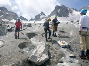 CWC students work on a project that will involve the use of ground penetrating radar, GPS, and Esri ArcGIS. They are on the Dinwoody Glacier in the Wind River Range.