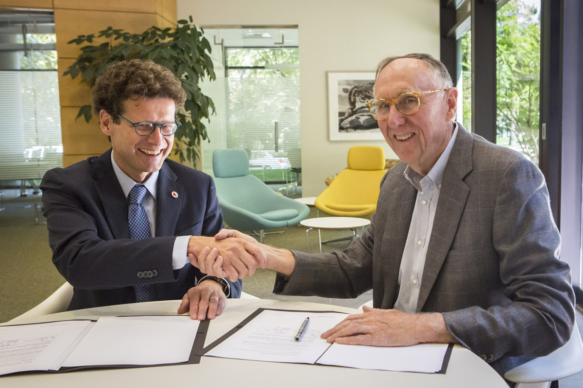 GICHD director Stefano Toscano and Esri president Jack Dangermond signed a memorandum of understanding (MOU) strengthening the organizations' partnership to eliminate land mines and explosive remnants of war through the power of geography.